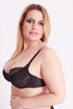 胸罩的大乳房女孩与光滑的白肤金发的长的头发 免版税库存照片