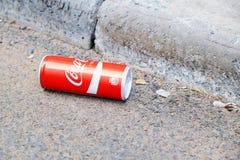 能可口可乐说谎在路 库存照片