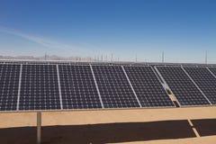 能源农厂太阳面板的次幂 免版税库存照片