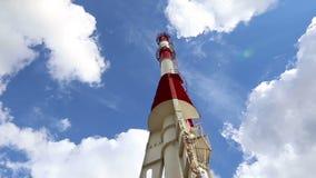 能源厂和天空云彩背景的工业管子 影视素材