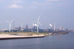能源厂和风轮机 免版税库存图片