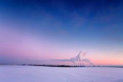 能源厂在晚上 免版税库存照片