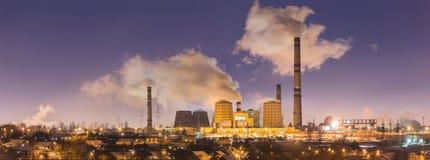 能源厂晚上 库存图片