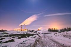 能源厂晚上 免版税库存照片