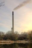 能源厂烟囱 免版税库存照片