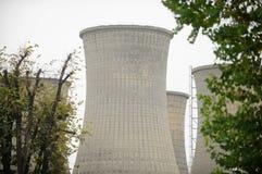 能源厂烟囱 免版税库存图片