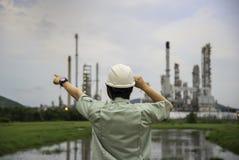 能源厂的手工作者 免版税库存照片