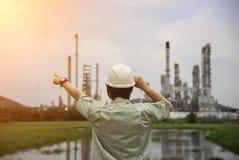 能源厂的手工作者 免版税图库摄影
