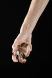 能源消耗和节能题目:拿着在黑背景的人的手一个电灯泡在演播室 图库摄影