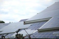 能源现有量查出的面板太阳星期日白色 特写镜头 免版税库存照片