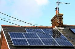 能源现有量查出的面板太阳星期日白色 库存图片