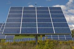 能源现有量查出的面板太阳星期日白色 免版税库存照片