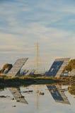 能源镶板次幂可延续的太阳塔 图库摄影