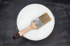 能白色油漆与 库存图片
