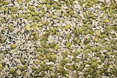能转化为酮的低气化器饮食概念 节食的吃健康 能转化为酮的厨房食谱:面包或薄脆饼干从种子 免版税库存图片