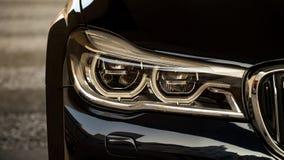能适应的LED车灯 免版税库存照片