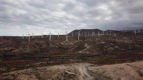 能量制造风轮机鸟瞰图, Teterife, Canarian海岛,西班牙 影视素材