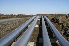能量运输的工业管子  免版税库存照片
