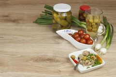 能金枪鱼,与菜的一顿健康膳食 免版税库存照片