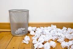 能难倒办公室垃圾木头 免版税库存图片