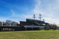 脉管博物馆的剪影在春天期间的 库存图片