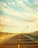 脏的沙漠路 免版税图库摄影