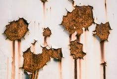 脏的油漆削皮 免版税库存照片
