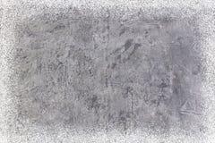 脏的混凝土墙或地板当背景纹理 与雪剥落的摘要 抽象空白背景圣诞节黑暗的装饰设计模式红色的星形 新年度 顶层 免版税库存照片