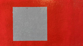 脏的红色使有肋骨混凝土被绘的墙壁背景有大理石花纹 免版税库存图片