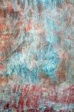 脏的红色草草做成的墙壁 库存图片