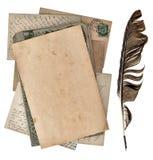 脏的纸页、古色古香的明信片和葡萄酒着墨笔 免版税库存图片