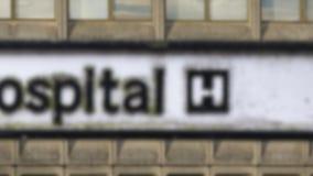 脏的英国医院标志 股票视频