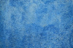 脏的蓝色墙壁背景 免版税库存照片