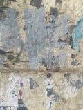 脏的被绘的剥的墙壁工业砖背景 库存图片