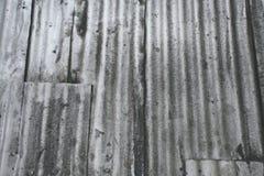 脏的金属墙壁 免版税库存图片
