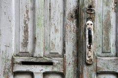 脏的门的部分 免版税库存照片
