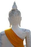 脑勺子古老石雕刻坐的和平菩萨绘与白色颜色,与金黄织品毯子的上身零件 免版税图库摄影