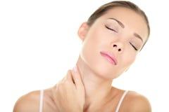 脖子痛肌肉重音-亚洲妇女按摩 免版税图库摄影