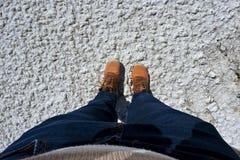 脚从上面看的selfie,干燥盐湖 库存图片