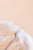 脚印和波浪 图库摄影