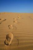 脚印在沙漠 库存图片