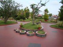 脚在公园的被塑造的设计 免版税库存照片