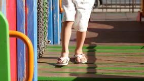 脚在操场的婴孩特写镜头 股票录像