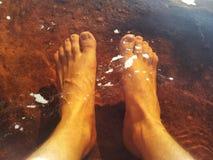 脚在水中 免版税图库摄影
