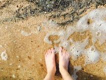 脚在水Voeten中在水中 库存照片