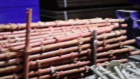 脚手架和模板的钢和铁备件在工厂 影视素材