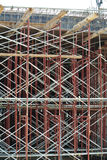 脚手架用于支持平台或形成建筑工人的工作能工作 库存照片
