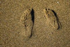 脚步在沙子结合 免版税库存图片
