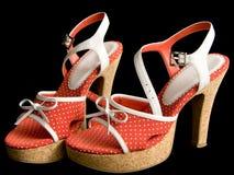 脚跟高对红色鞋子 库存图片