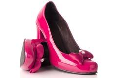 脚跟高桃红色鞋子 图库摄影